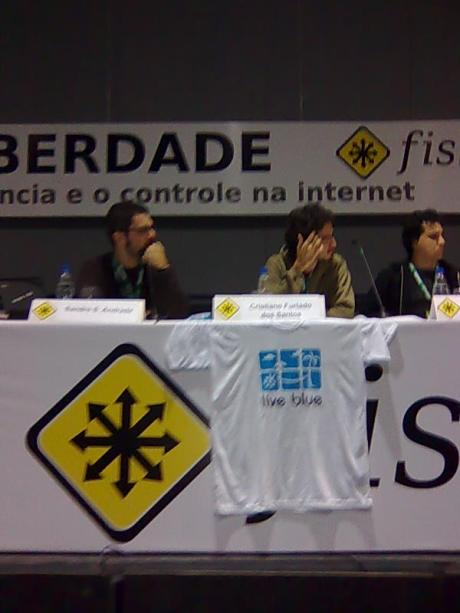 Sandro, Tomaz and Mauricio Piacentini talking about KDE Actions on Brasil
